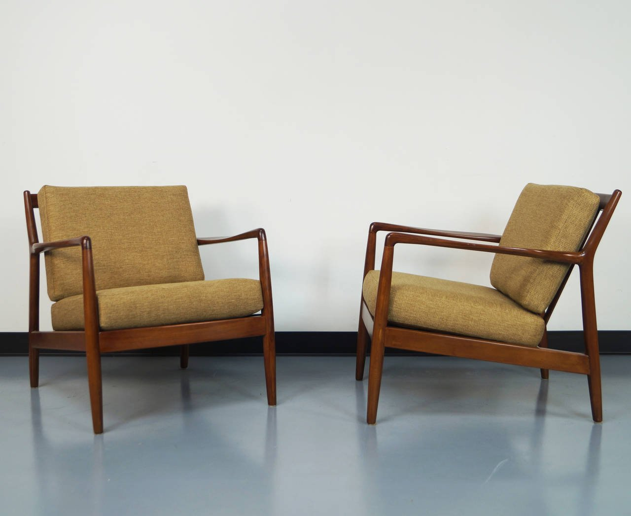 mid century lounge chair